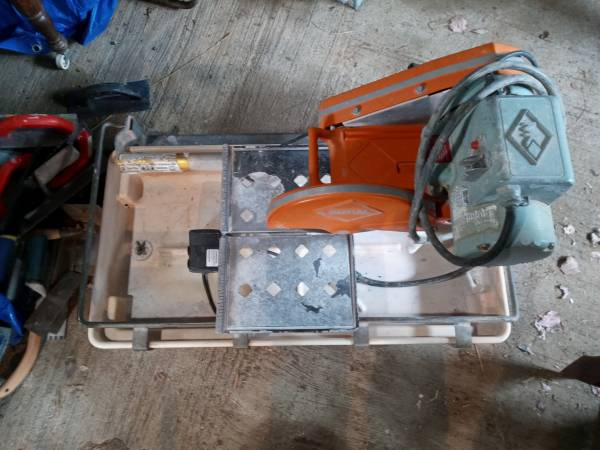 Photo Mk wet tile saw - $150 (Dundee)