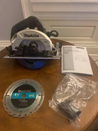 Photo NEW Makita XSH04 Circular Saw 18-Volt 6-12 in. LXT Lithium-Ion Sub-Co - $100 (Canandaigua)
