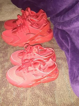 Photo Nike Huarache sneakers Red - $30 (Ithaca)