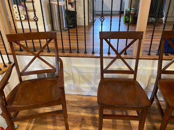 Photo Pottery Barn round dining table with chairs - $450 (Geneva)