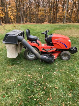 Photo Simplicity Conquest 20hp mower with triple bagger vac system - $2,250 (Italy Hill)