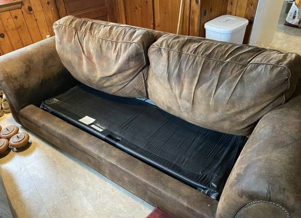 Photo Sleeper Sofa Couch - $200 (Clifton Springs)