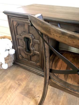 Photo Solid Oak Desk Stanley Furniture - $425 (Gorham)