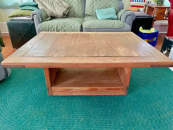 Photo This End Up Coffee Table - $125 (Mecklenburg, NY)