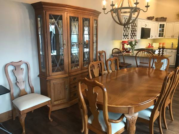Photo Thomasville Solid Oak Dining Room Suite - $1,625 (Watkins Glen NY)