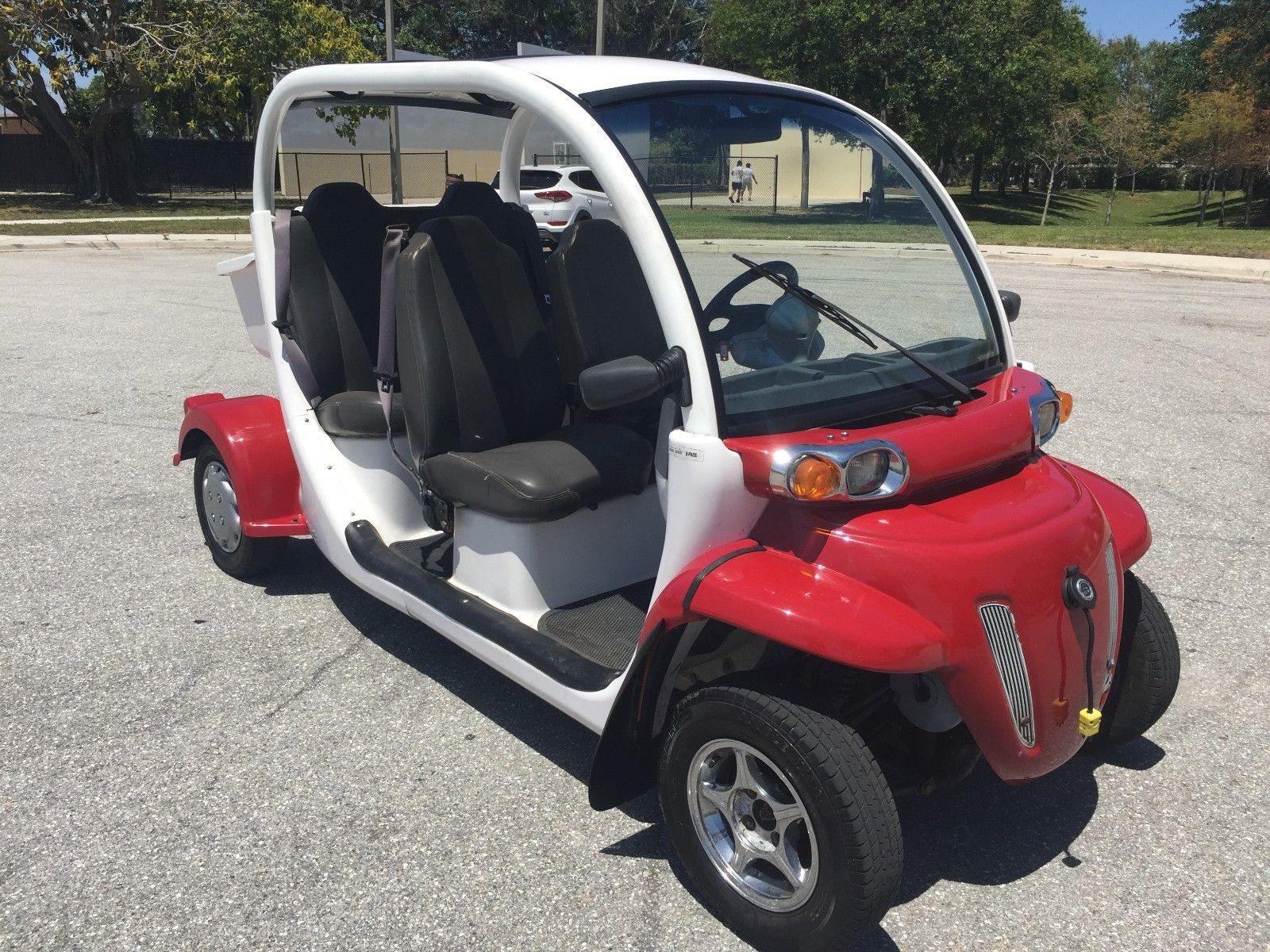 Photo 2012 NICE CHRYSLER 4 PASSENGER SEAT GOLF CART