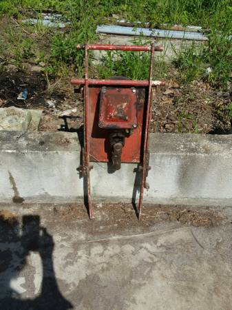 Photo 1978 Gravely Mower Deck Gear Box 818T - $75 (Byron)