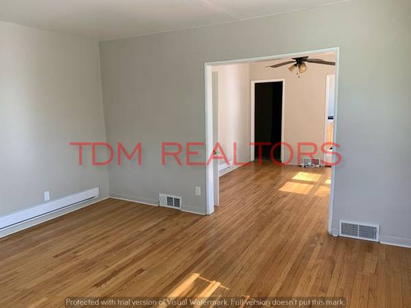 Photo 1 Bedroom Apartment (Upstairs) (Flint North End)
