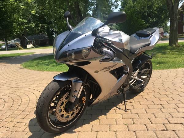 Photo 2006 Yamaha R1 - $5,300 (Shelby Twp.)
