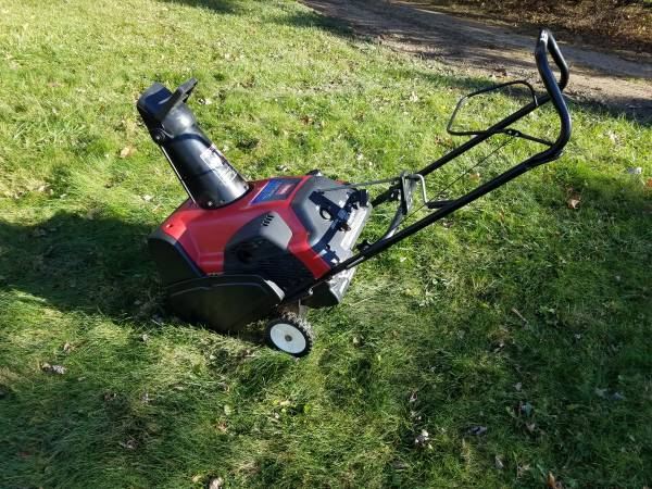 Photo 20 Inch Toro CCR3650 Snow Blower - $250 (Lake Orion)