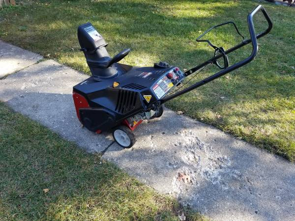 Photo 21 Inch Craftsman 4 Cycle Snowblower With Electric Start - $325 (Lake Orion)