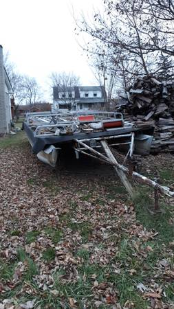 Photo 25 FT. PONTOON WITH TRAILER AND 40 HP. MOTOR - $2000 (GARDEN CITY)