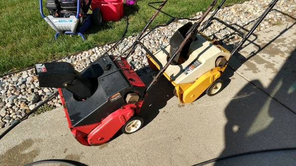 Photo 2 2 stroke snow blowers mtd 2 cycle - $20 (Clio)
