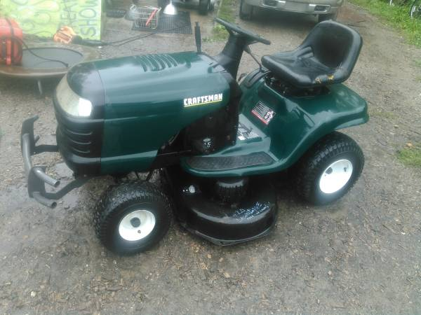 Photo Craftsman 42quot 16hp hydrostatic drive lawn mower - $450 (Mount Morris)