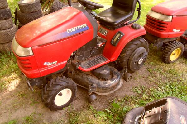 Photo Craftsman gt 5000 46 inch 2 stage snow blower - $800 (clio)