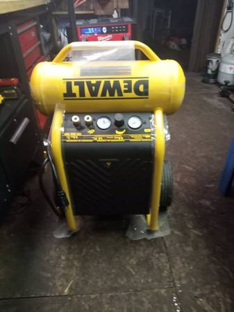 Photo Dewalt Portable Air Compressor 200PSI (Mount Morris)