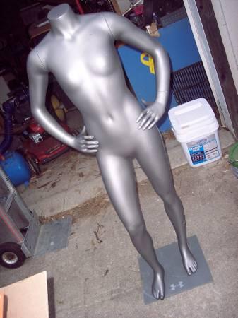 Photo Female mannequin (Owosso)