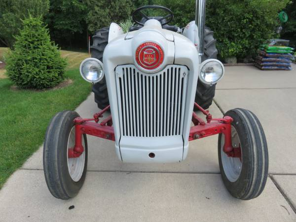 Photo Ford Tractor 1953 Golden Jubilee - $4,000 (Grand Blanc)