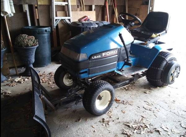 Photo Fordnew holland garden tractor with deck, plow and accessories - $750 (Davisburgholly)
