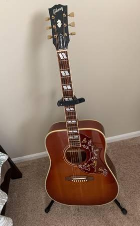 Photo Gibson Acoustic Hummingbird Guitar - $2,500 (Fenton)