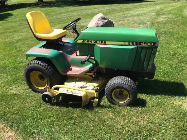 Photo John Deere 430 Garden Tractor - $3,000 (Fenton)