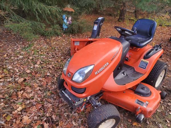 Photo Kubota GR2100 Tractor, Mower, Snowblower Diesel 4x4 - $5,500 (Fenton)