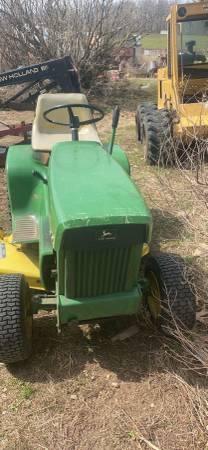 Photo Nice John Deere 112 garden tractor with great mower deck - $665 (North Branch)