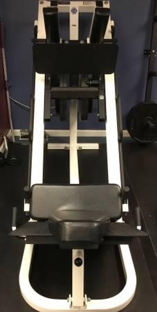 Photo Parabody Leg Press Hack Squat Machine - $550 (Novi)