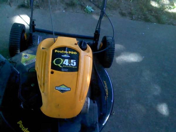 Photo Poulan pro self propelled walk behind lawn mower - $70 (Flint, Mi.)