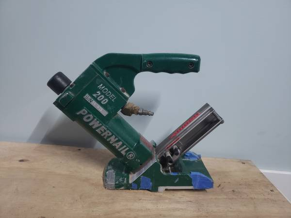 Photo Powernail 200 20-GA Hardwood Flooring Floor Nailer Nailers 20 Gauge - $125 (Davisburg)