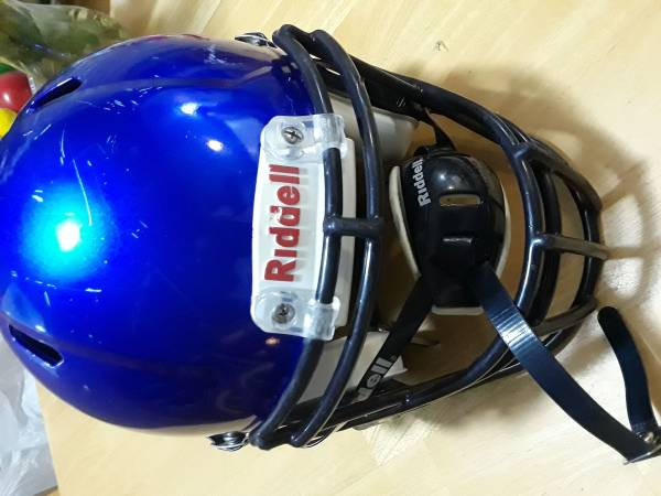 Photo RIDDELL SHOULDER PADS AND HELMET EXCELLENT CONDITION - $75 (Burton)