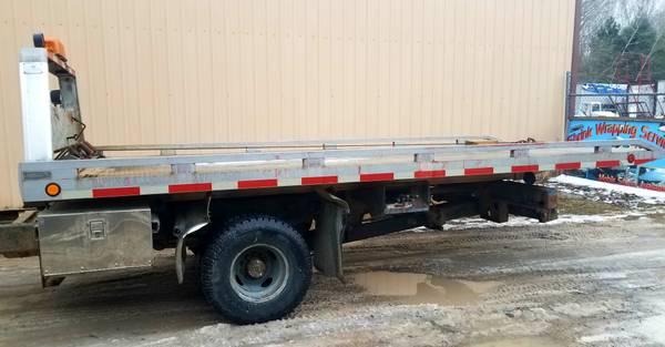Photo Rollback Bed Tow Truck Wrecker wheel lift - $2500 (Millington)