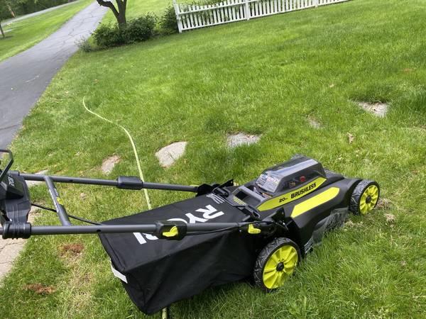 Photo Ryobi 20-inch 40-volt self-propelled lawn mower - $140 (Davison)