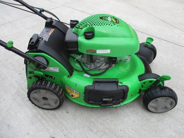 Photo Self Propelled Lawnboy W 4 Stroke Engine  Just Serviced  - $135 (Flint Township near Maple and Torrey Rd)