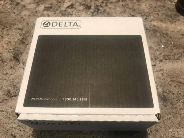 Photo Shower head Delta - $50 (Swartz Creek)