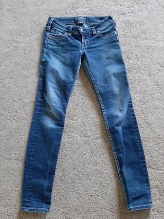 Photo Silver jeans size 2731 - $15 (Fenton)