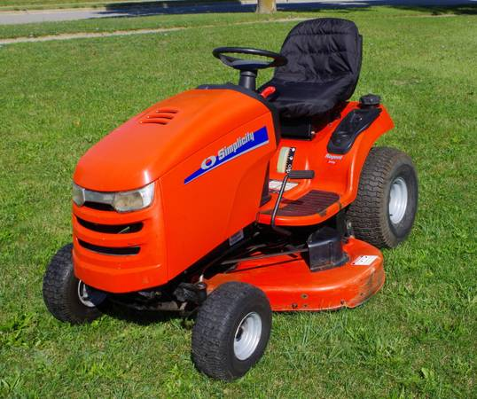 Photo Simplicity lawn tractor mower - $799 (Lapeer)