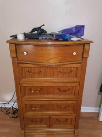 Photo Solid oak dresser - $75 (Flint)