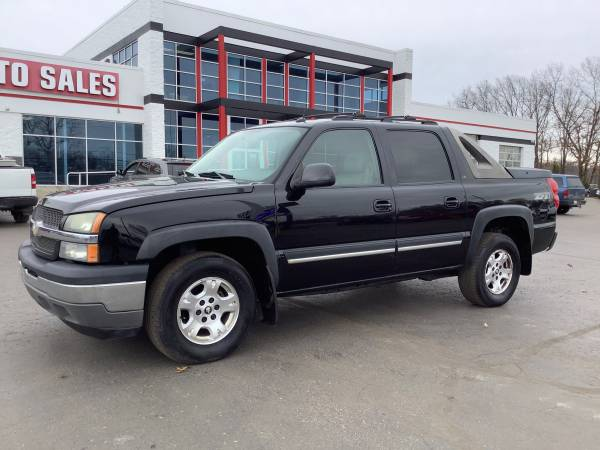 Photo Strong 2005 Chevy Avalanche 1500 4x4 Crew Cab Finance Today - $6,900 (ortonville)