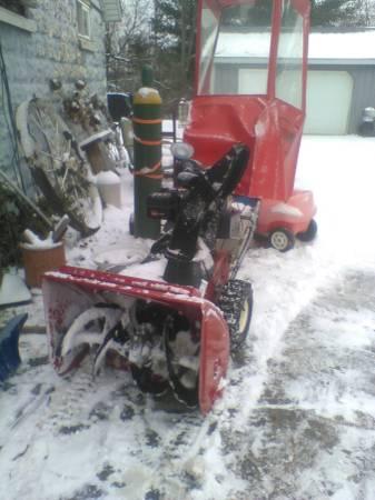 Photo Toro two stage snow blower with half cab - $425 (Otisville)