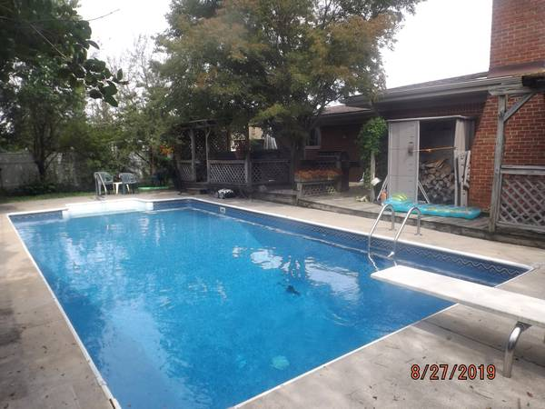 Photo What I to offer the right Female, nice home pool and hot tub (STERLING HEIGHTS)