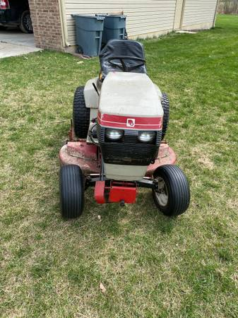 Photo Wheel Horse Tractor - $700 (Grand Blanc)