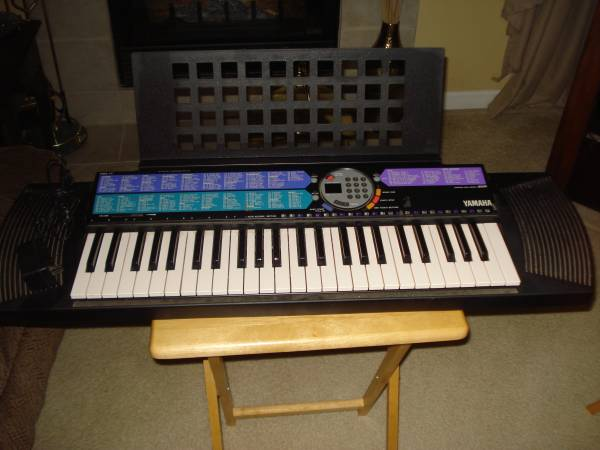 Photo YAMAHA PSR-77 49 key Electronic Keyboard WAdapter - $50 (Burton)