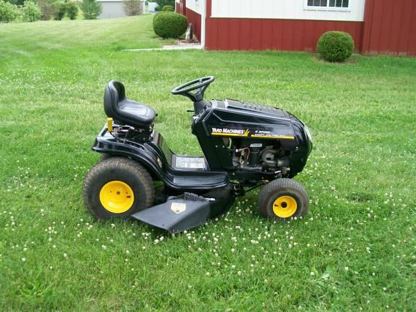 Photo Yard Machines Lawn Tractor - $425 (Davison)