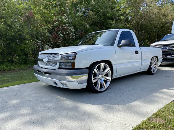 Photo 2004 CHEVY SILVERADO REG CAB,SHORT BED,V8,AIR BAGS, MUST SEE TRUCK - $9500