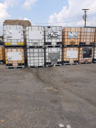 Photo $45 EACH- 250 Gallon IBC TOTESDRUMSCONTAINERS - $45 (Columbia)