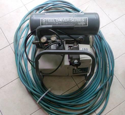 Photo DeVillbiss Contractor39s Commercial Portable Air Compressor - $150 (MARION AREA)