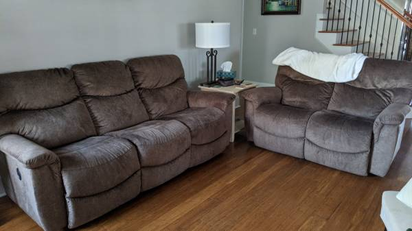 Photo La-Z-Boy reclining sofa and loveseat - $950 (West Florence)