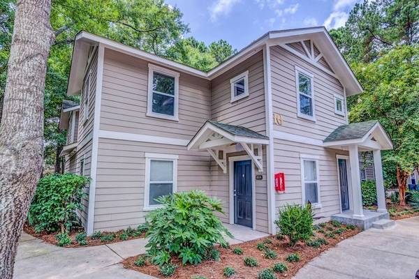 Photo Looking for female to share apartment (Johns Island)