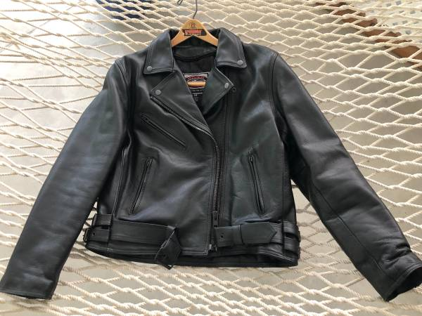 Photo WOMENS LEATHER MOTORCYCLE JACKET RIVER ROAD Med (retail 159.99) - $60 (Oak Island)